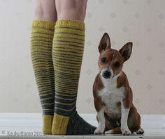 Bumblebee socks | Yarn Delight (Ihanuus) by Koukuttamo | Koukuttamo
