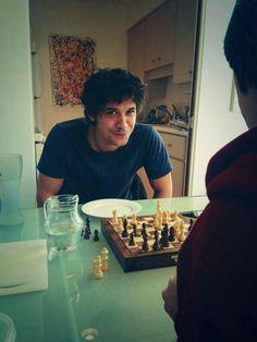 Ahhhhh I want to play chess with Bob Morley!!!!!!!!!