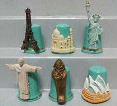 Colección de seis dedales Maravillas del mundo. STERLING & CLASSICS. Porcelana y estaño pintado a mano. Inglaterra
