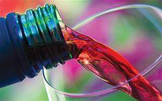 Η μέτρια κατανάλωση κόκκινου κρασιού προσφέρει ευεργετικά αποτελέσματα μειώνοντας τον κίνδυνο εμφάνισης ή θανάτου από στεφανιαία νόσο.  Αυτό οφείλεται στα δύο κυριότερα συστατικά του, δηλαδή στο αλκοόλ, αλλά και στις διάφορες αντιοξειδωτικές του ουσίες...