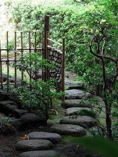 Path to a Teahouse by Rekishi no Tabi, via Flickr - bamboo fencing