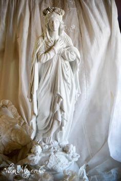 Maria met bloemenkrans