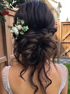 A modern and perfect hairstyle for wedding day is elegant up do hairstyle which create a romantic and soft look and enhance the glowing of your face. wedding hairstyles brunette Elegant Bridal Up do Hairstyles To Wear In 2018 Hairstyle For Wedding Day, Romantic Wedding Hair, Simple Wedding Hairstyles, Wedding Hair And Makeup, Wedding Up Do, Romantic Hairstyles, Wedding Vows, Bridal Makeup, Wedding Engagement