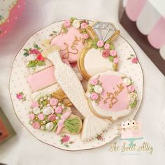 Vintage inspired bridal shower cookies by: The Sweet Alley