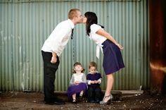 10 Ideas for Fun Family Photos Fun Family Photos, Cute Family, Family Posing, Family Kids, Family Portraits, Cool Photos, Hobby Photography, Love Photography, Children Photography
