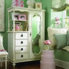 Baby pink and mint green girl's bedroom - very pretty!