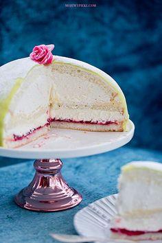 Yoghurt cake with Cook Expert - HQ Recipes Fancy Desserts, Fancy Cakes, Princess Torte, Princess Cake Swedish, Hollywood Cake, Paul Hollywood, Food Cakes, Cupcake Cakes, Pavlova Cake