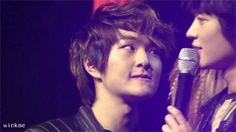 """""""I wish to know what the heck is going on here. gif."""" lol Onew and Minho, Shinee"""