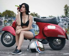 Scooter and Vespa Girls Pangels Best Mix Piaggio Vespa, Lambretta Scooter, Vespa Scooters, Vespa Girl, Scooter Girl, Scooter Scooter, Vespa Helmet, Scooter Storage, Biker Chick