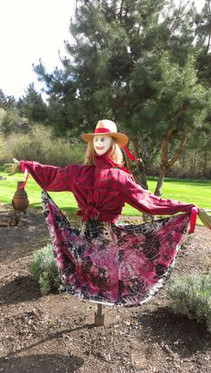 Try a lovely lady scare crow! Seasonal Mary Herb Flower Farm Try a lovely lady scare crow! Make A Scarecrow, Scarecrow Crafts, Halloween Scarecrow, Scarecrow Ideas, Halloween Halloween, Vintage Halloween, Halloween Makeup, Halloween Costumes, Garden Whimsy