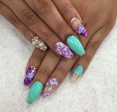 Purple tirkouaz nails