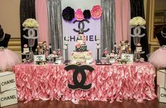 You'Ll love this theme if you're inspired by high fashion and the allure of the coco chanel brand. this one of our elegant birthday party themes is Chanel Party, Chanel Birthday Party, 50th Birthday Party Themes, Birthday Decorations, 35th Birthday, Princess Birthday, Chanel Baby Shower, Baby Showers, Chanel Decor