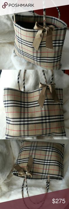 Burberry Large Nova Tote Bag 100% Authentic!  In great pre-owned condition Burberry Bags