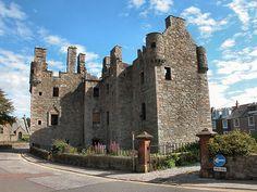 (MacLellan's Castle in Kirkcudbright, Scotland)