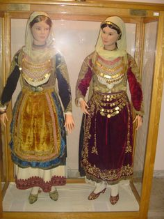 Women's apparel @ Salamina Museum of Folklore Arts and Culture [http://www.museology.gr/photo/albums/2928604:Album:42230]