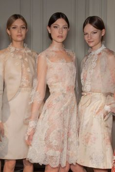 View all the photos from backstage at the Valentino haute couture spring 2012 showing at Paris fashion week. Love Fashion, Runway Fashion, High Fashion, Fashion Beauty, Fashion Show, London Fashion, Style Fashion, Valentino Couture, Valentino Dress