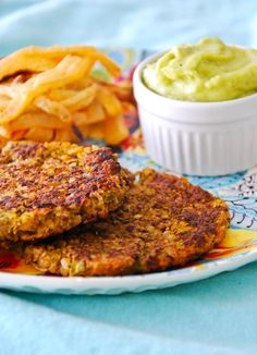 Brown Rice Patties, Turnip Fries and Avocado Mayonnaise.  Love this site - really healthy recipes en español and English :-)