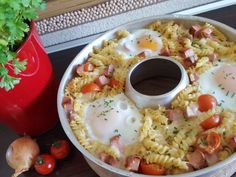 Pasta casserole with meatloaf and fried egg - Omnia Rezepte - Fondue Recipes, Copycat Recipes, Dip Recipes, Healthy Recipes, Oven Recipes, Fondue Recipe Melting Pot, Melting Pot Recipes, Pasta Casserole, Pasta Bake