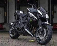Kawasaki Z1000 monster energy