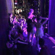 Warten auf den Auftritt! Wunderbar so viele motivierte Kinder in Aktion zu sehen! Toll was sie alles in einer Woche einstudiert haben ! #hannover #hannoverballet #hannoverballett #danceandthecity #ott #ostertanztage2017 #ostertanztage #ballet #ballett