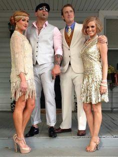 robe gatsby le magnifique, hommes en costumes blancs, femmes avec robes courtes lumineuses