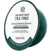 Instantly leave skin looking clearer and mattified and feeling decongested in 4 simple steps with The Body Shop's DIY Tea Tree Anti-Imperfection Peel-Off Mask. Homemade Lip Balm, Face Scrub Homemade, Body Shop Tea Tree, The Body Shop, Tea Tree Mask, Best Peel Off Mask, Cleanser For Sensitive Skin, Facial Cleanser, Oils For Dandruff