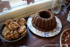 Mehevä vanilja-suklaa(kuiva)kakku – Meanwhile in Longfield. Muffin, Food And Drink, Baking, Breakfast, Morning Coffee, Bakken, Muffins, Cupcakes, Backen