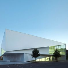 Mediatheque d'Anzin in France by Dominique Coulon and Associes Industrial Architecture, Facade Architecture, Contemporary Architecture, Strasbourg, Composition Design, Dominique, School Design, Bacardi, Exterior Design