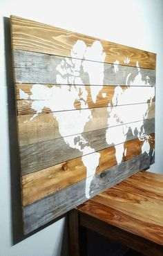 15% OFF WEEKEND SALE World Map on Barnwood par AriesDenHomeDecor