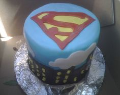 This looks awesome!!!! Super man cake!