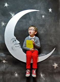 klt:sketchbook: {Inspiration} Paper Moon So cute! Black plastic, cardboard moon and stars and a bench to sit upon.