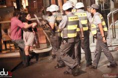 Polícia Militar agride casal que tomava cerveja na Av. Paulista. Manifestação São Paulo. Protesto São Paulo. Violência Militar