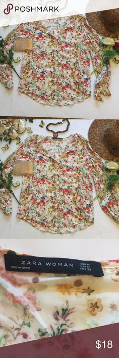 ❤Zara Top❤ ❤In good used condition Zara Woman Floral Top in size Medium❤unknown material❤Shows minimal sign of wear such as slight piling❤Please see all photos❤ Zara Tops
