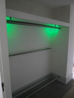 RVS-kapstok-bestaande-uit-drie-delen-met-LED-verlichting.jpg 480×640 pixels