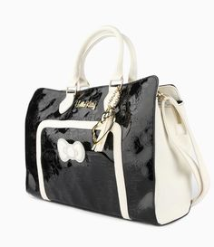 Love this City Look: #HelloKitty shoulder bag big enough for laptop - stunning with a #LBD and jacket