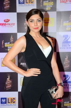 Kanika Kapoor at radio mirchi awards night
