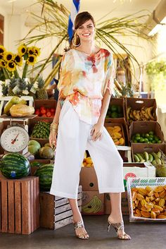 A lightweight floral kimono top + culottes and cute sandals = a chic Sunday afternoon look. Brunch, anyone?