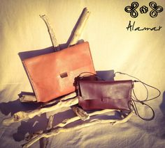 Borsette a tracolla in cuoio, due formati, due colori! Leather shoulder bag, two sizes, two colors!