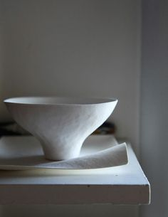 Outtake, Leslie Williamson photograph. Such a beautifully sculpted bowl: you can see the marks of the maker.