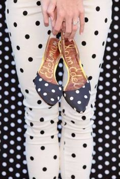 love the bit of yellow on these polka dot shoes. //Be Trendy: Wear Polka Dots Designs Sweater Weather, Estilo Lolita, Dots Fashion, Girl Fashion, Inspiration Mode, Fashion Inspiration, Slingbacks, Slingback Flats, Me Too Shoes