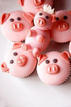 Pig cupcakes - so cute! too bad i don't like cupcakes hahah Piggy Cupcakes, Yummy Cupcakes, Animal Cupcakes, Piggy Cake, Bacon Cupcakes, Coconut Cupcakes, Themed Cupcakes, Cake Pops, Mini Cakes