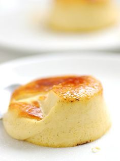 Vanilla Creme Brule http://dinersjournal.blogs.nytimes.com/2009/03/27/recipe-of-the-day-vanilla-creme-brulee/