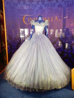 Lily James Cinderella movie ball gown it looks as it should have, loove it like this much better Cinderella Ballgown, Cinderella Dresses, Disney Dresses, Cinderella Movie, Cinderella 2015, Quinceanera Dresses, Prom Dresses, Dress Prom, Party Dress