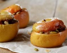 Pomme au four farcie au camembert et aux graines : http://www.fourchette-et-bikini.fr/recettes/recettes-minceur/pomme-au-four-farcie-au-camembert-et-aux-graines.html