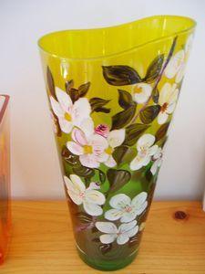 grand vase fleuris cuit au four peint par mes soins