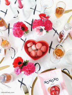 A Modern Valentine's Day Dinner Party - BirdsParty.com #valentinesday
