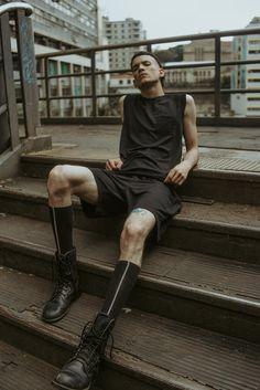 Ramón Kesllen for Nun, Poses For Men, Male Poses, Men Photography, Fashion Photography, Portrait Photography, Minimal Fashion, Urban Fashion, Mens Fashion, Black Man Photos