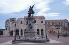 Christopher Columbus Statue in front of Basilica, Santo Domingo, Dominican Republic