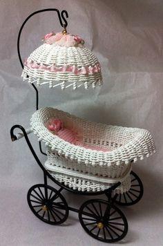 cunita bella Paper Weaving, Weaving Art, Vintage Pram, Vintage Dolls, Wicker Furniture, Baby Furniture, Miniature Furniture, Dollhouse Furniture, Baby Buggy