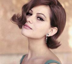 Italian actress Claudia Cardinale--the hair! Claudia Cardinale, Italian Women, Italian Beauty, Sophia Loren, Classic Beauty, Timeless Beauty, Jennifer Aniston, Beautiful Celebrities, Beautiful Women